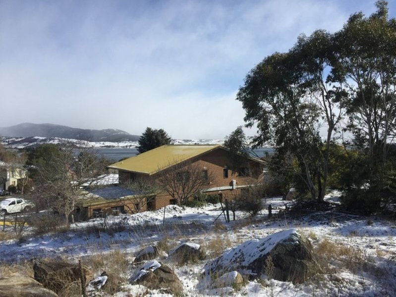 Chesa St Moritz Chalet sleeps 18 Ideal for large groups, holiday rental in Jindabyne