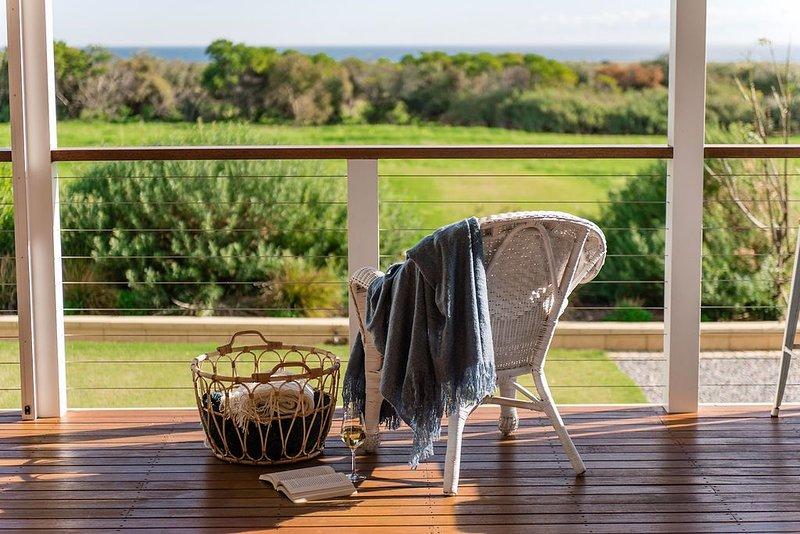 Aldinga Bay bungalows - ocean views retreat, location de vacances à Onkaparinga