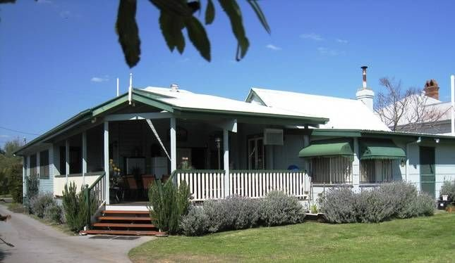 PITSTOP LODGE Guesthouse and B & B - Whole House, holiday rental in Maryvale