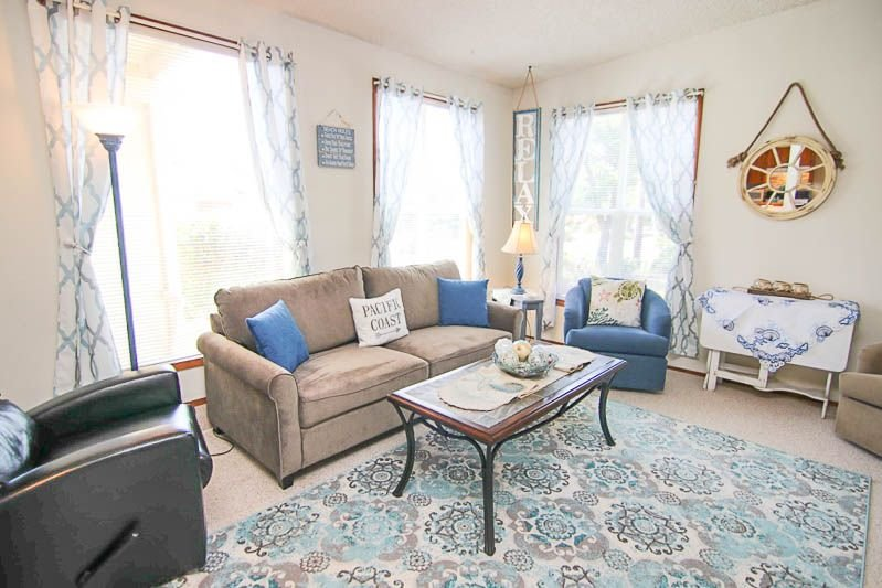 Lovely Updates, Sweet Décor and Quiet Location Bring Charm and Relaxation to You, vacation rental in Waldport