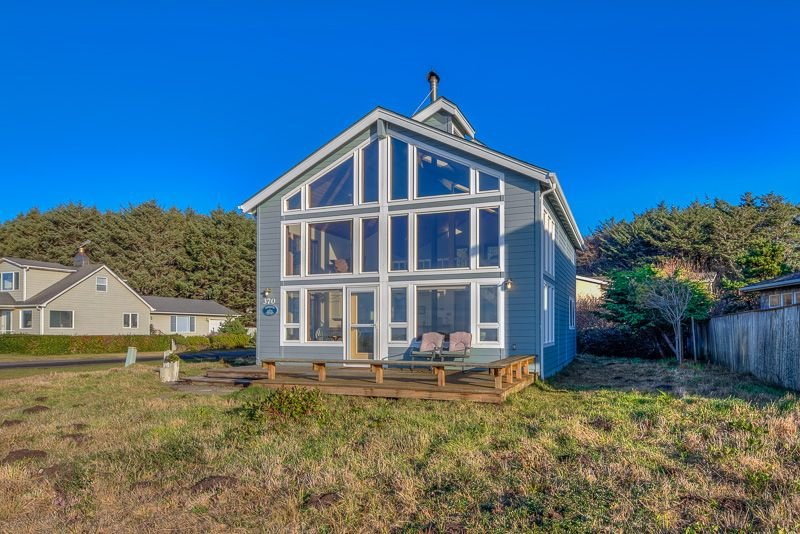 Watch the Waves Crash from this Ocean View-Pet Friendly Home!, location de vacances à Yachats