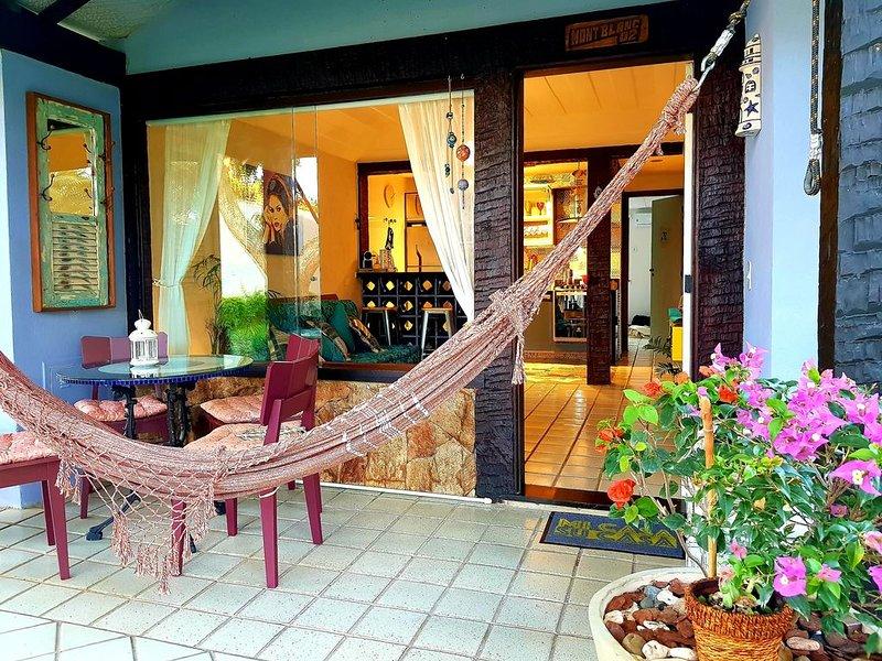 Casa Bardot Búzios - Casa em condomínio com piscina em Geribá para 04 pessoas, holiday rental in Armacao dos Buzios