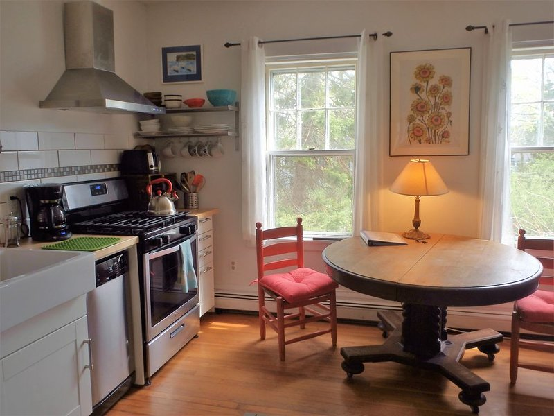 2 Bedroom Private Apt. in 1825 Whaler's Home on Duck Creek, location de vacances à Wellfleet