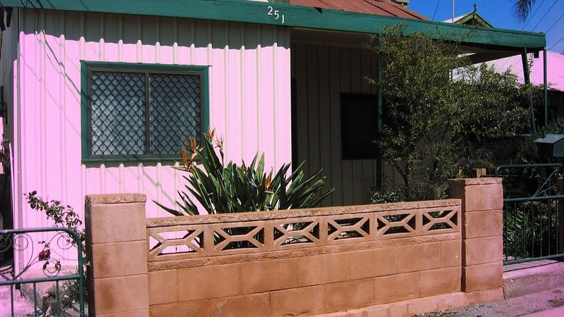 Miffys Cottage Broken Hill, Ferienwohnung in Broken Hill