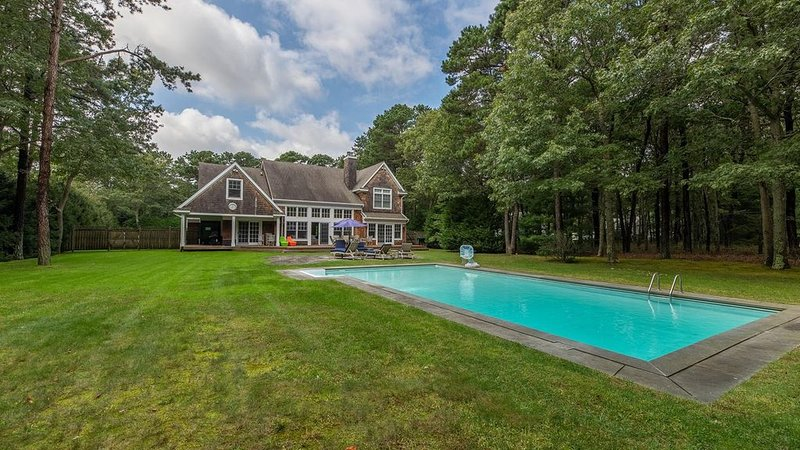 New Listing: 4,000' Classic Cedar Home, Airy & Open Escape w/ Outdoor Oasis..., vacation rental in Sagaponack