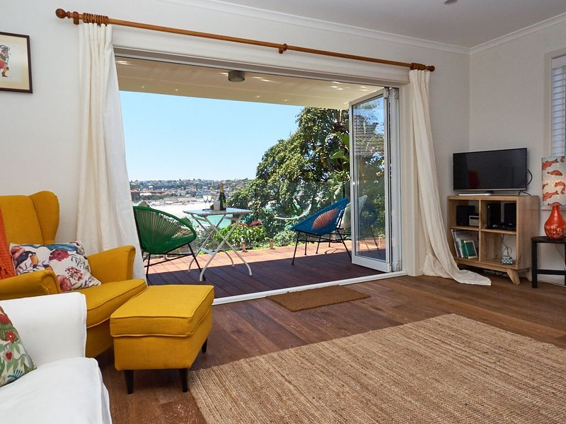 In the heart of Tamarama this two bedroom apartment in will not disappoint., vacation rental in Bondi