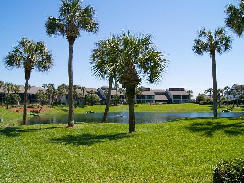 Large spacious condo with southern exposure. Perfect location!, vacation rental in Saint Augustine Beach