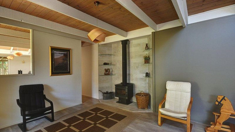 Large 4 Bedroom Home -Pet Friendly, vacation rental in Hawks Nest