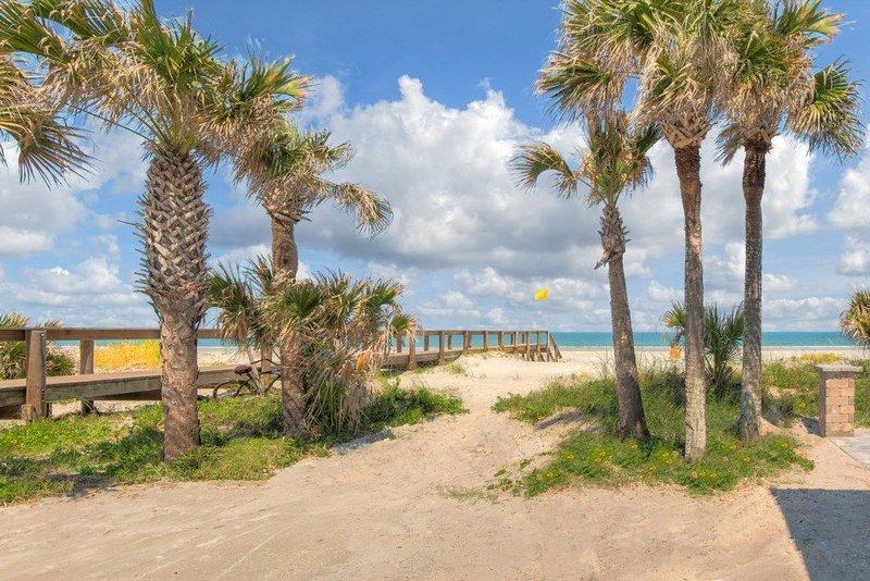 Family Fun Steps to the Beach, Opulent Blue #3, 2 Bedrooms, Large Town House, aluguéis de temporada em Jacksonville Beach