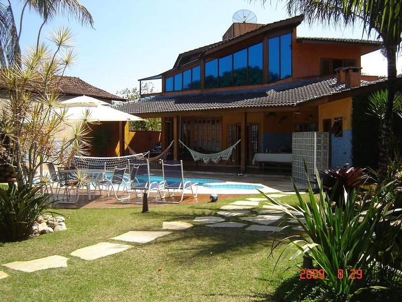 Casa Luxuosa,Cond Fechado Costa do Sol Piscina,1 Quadra da Praia Guaratuba, holiday rental in Bertioga