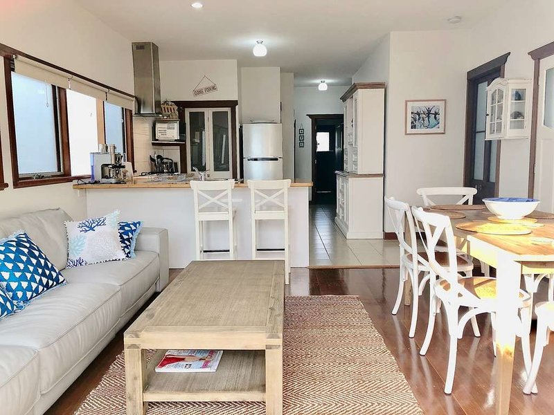 BLUEYS QUEENSCLIFF - BY THE BOAT HARBOUR AND TRAIN STATION, vacation rental in Indented Head