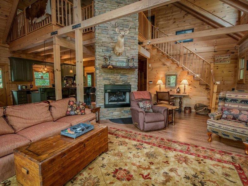 Fightingtown Creek Retreat - North Georgia Cabin Rental - living area