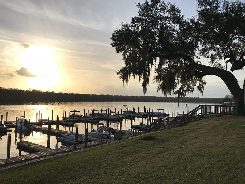 Waterfront Condo on the St Johns River!, aluguéis de temporada em Welaka