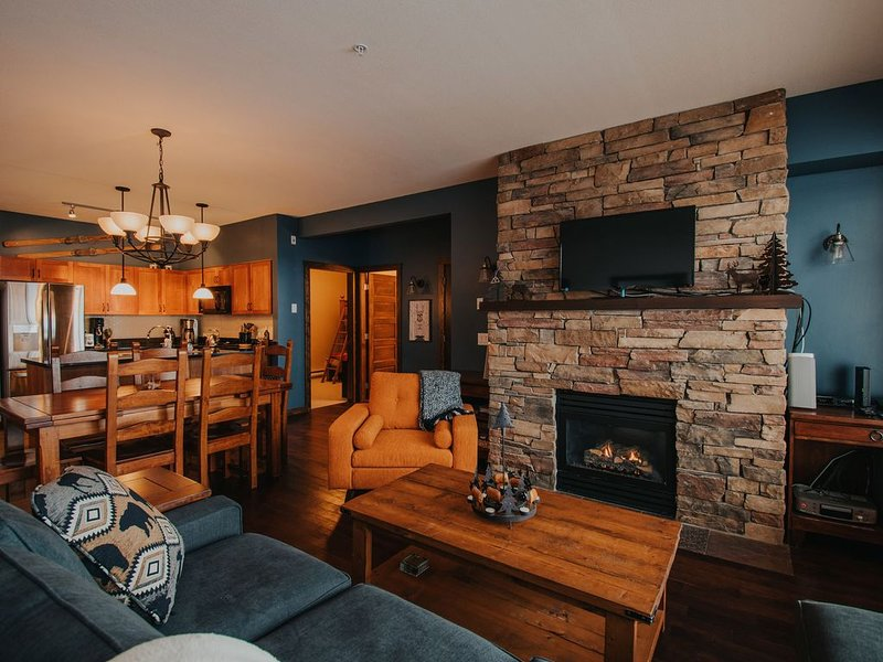 Luxury ski-in/ski-out condo with private hot tub and steam shower, holiday rental in Big White