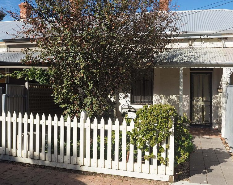 Odeon Cottage - Harriett's Cottage Accommodation, holiday rental in Adelaide