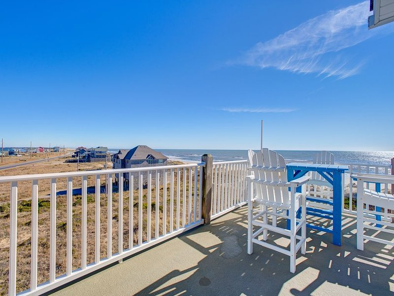 Paradise Penthouse - Magnificent 2 Bedroom Durant Station Condo Home in Hatteras, alquiler vacacional en Hatteras