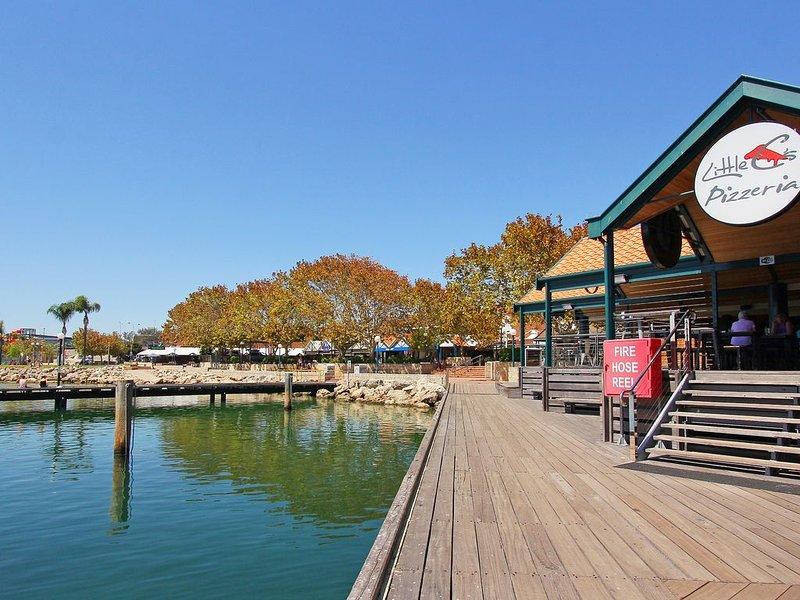 Shopping and restaurants within the Hillarys Marina