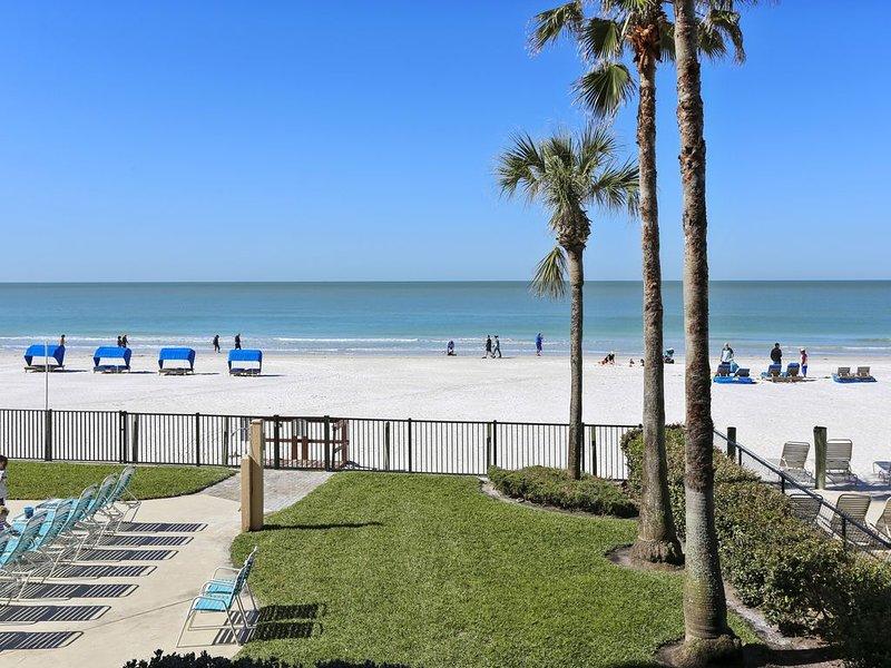 Emerald Isle 104 Beachfront/Updates Galore/Amazing SUNSET Views/ 2 Bdrms, vacation rental in North Redington Beach