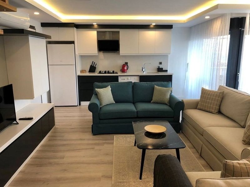 Duplex penthouse apartment with sea view, location de vacances à Antalya