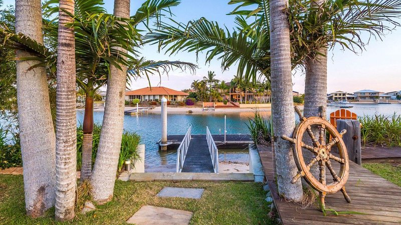 Vista del Mare - Luxury waterfront Free Wi-Fi, vacation rental in Yamba
