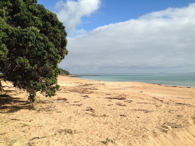 Cottage Close to the Beach in Cable Bay, casa vacanza a Mangonui