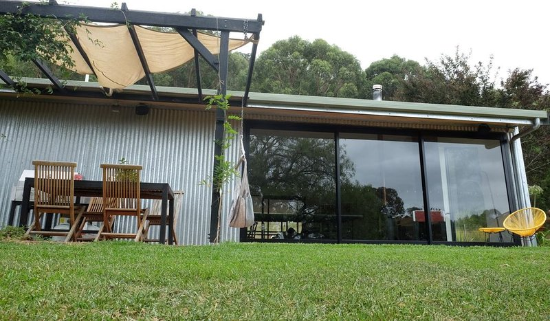 Moosewood, Eclectic Australian Farm House accommodation in tranquil..., vacation rental in Kangaroo Valley