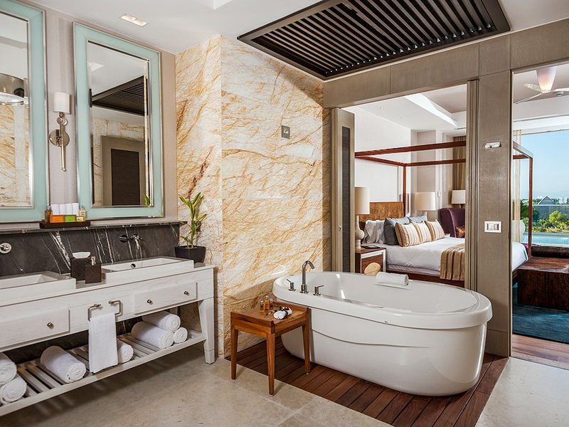 Grand Luxxe Residence Club Vallarta or Mayan R 3 BR loft sleeps 10 with Spa room, alquiler vacacional en Playa Paraíso