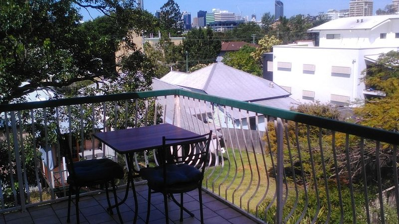 Perfect Location - City, Train & Wesley Hospital, holiday rental in Ipswich