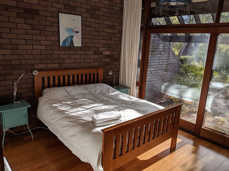 Two bedroom townhouse - Cook, play, relax, exercise, vacation rental in Murrumbateman