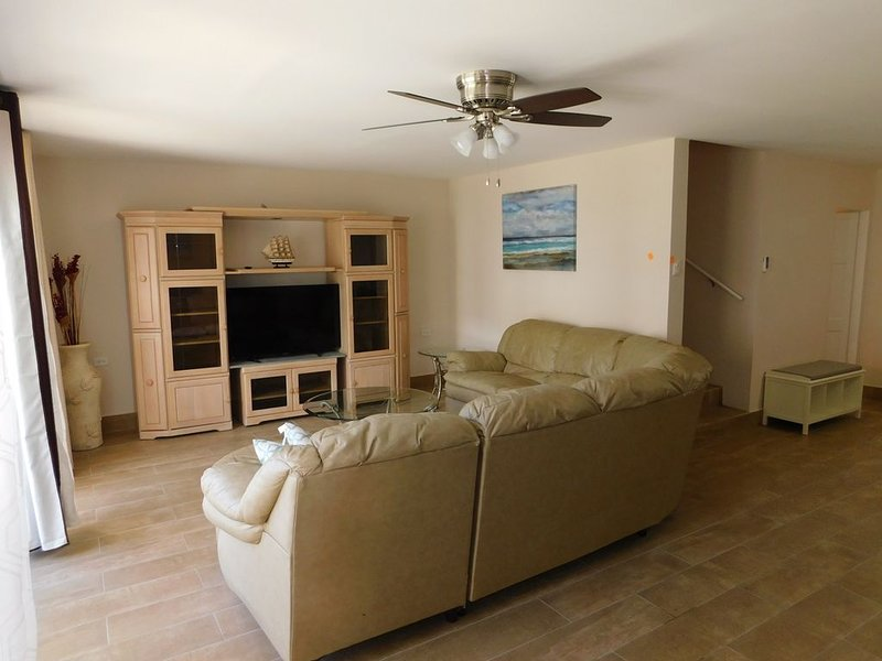 Spacious 2 Story Condo With Full Amenities in Great Location, vacation rental in Lambeau