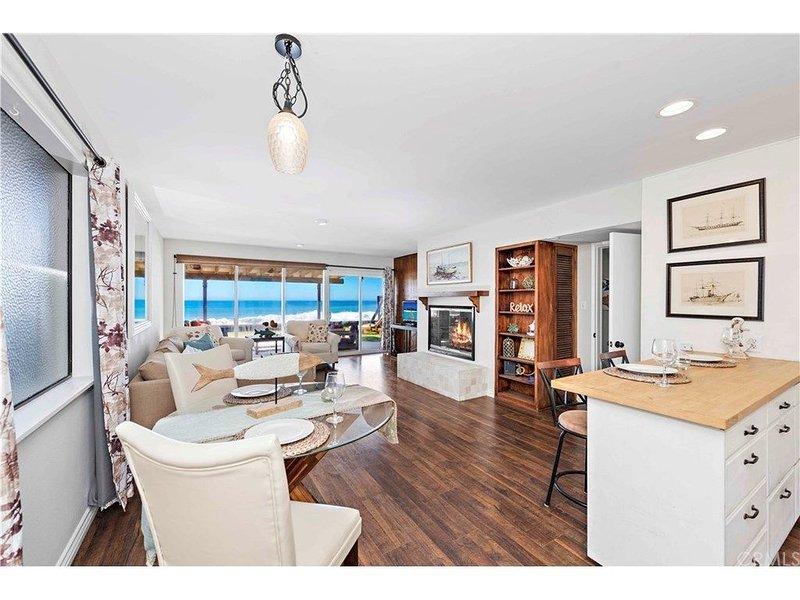 Fully Upgraded Oceanfront Cottage -  Your Backyard is the Beach!, aluguéis de temporada em Dana Point