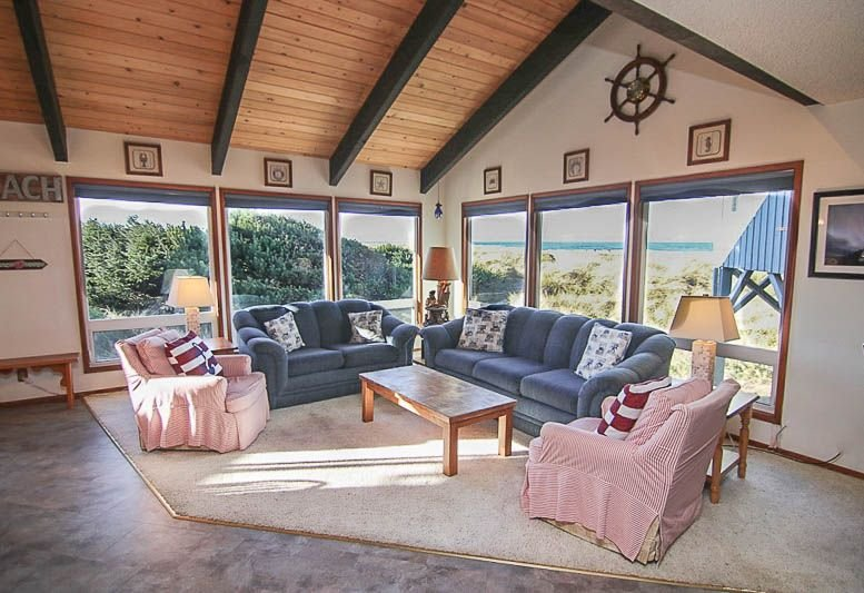 Oceanfront Home with Walls of Windows to Enjoy Amazing Ocean Views! – semesterbostad i Waldport