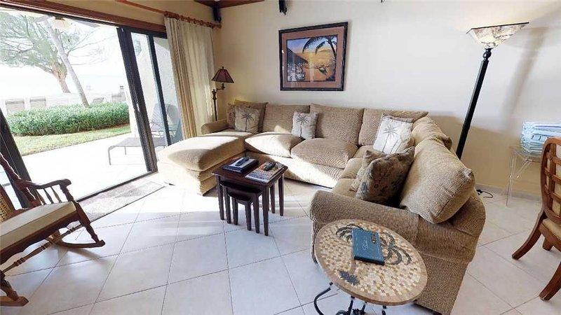 2 bedroom ground floor oceanfront flat, holiday rental in Camana Bay