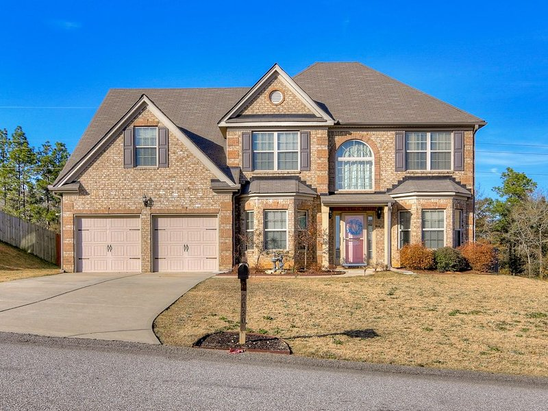 Masters Rental with Outdoor Oasis 15 miles from Augusta National Golf Course, holiday rental in Graniteville