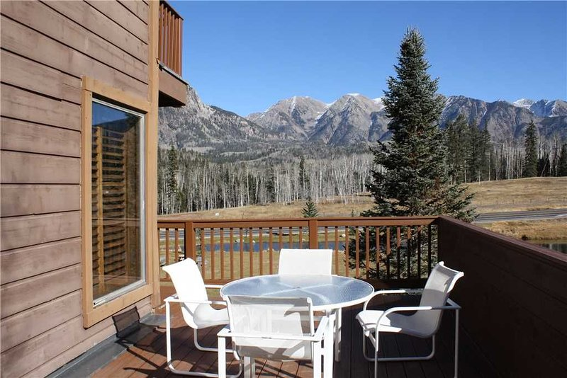 2,200 sqft end unit with oversized private deck with amazing San Juan Mountain v, holiday rental in Purgatory