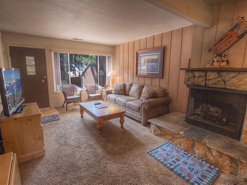 Location! Condo w/Fireplace, King Beds, Near Heavenly & Casinos (HCC0600), vacation rental in South Lake Tahoe