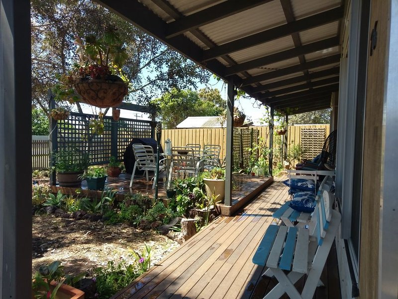 Little Port Cottage - Enjoy a bush setting and  a beach around the corner, vacation rental in Werribee