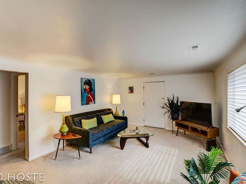 1BR☮70's Inspired☮Close To Broadmoor & Downtown, holiday rental in Fort Carson