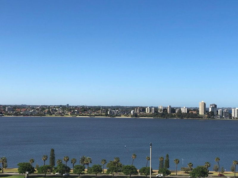 Centrally Located Perth Apt. with Stunning Views & lots of amenities, vacation rental in Greater Perth