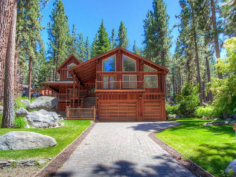 Executive Home, Elevator, Chef's Kitchen, Deck, BBQ, 3 Fireplaces (NVH1225) – semesterbostad i Zephyr Cove