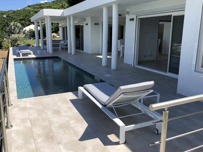 Modern Private Villa Overlooking the Ocean and Anse Marcel Beach, vacation rental in Saint-Martin