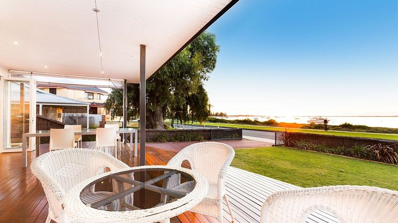 STARFISH - Absolute Beachfront Holiday Retreat, vacation rental in Greater Perth