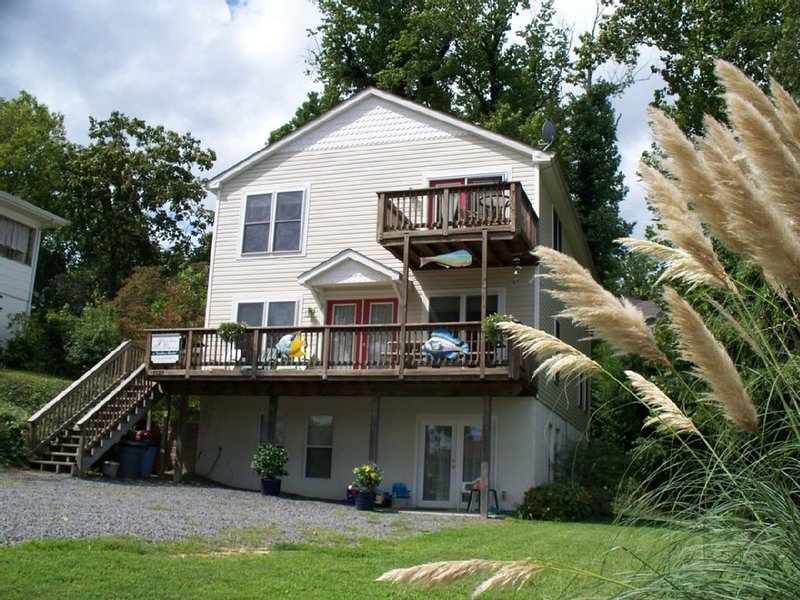 RELISTED!! Chesa. Bay Vacation Rental, quiet, beachy, open, bay view!, location de vacances à Calvert County
