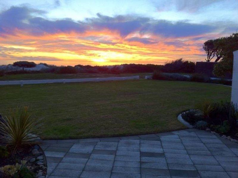 Semaphore Sunset - beachfront, holiday rental in Grange