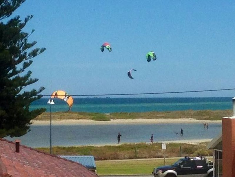 OCEAN VISTA BEACH STAYS- Amazing Ocean views - SUMMER SCHOOL HOLIDAYS AVAILABLE, alquiler vacacional en Baldivis