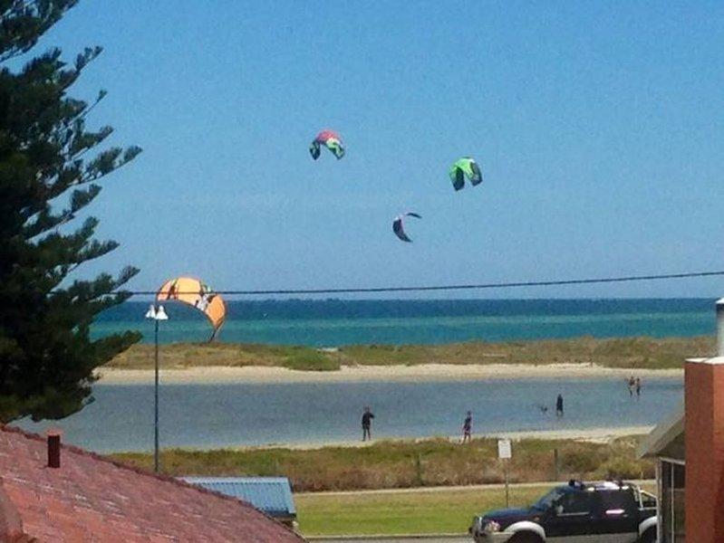 OCEAN VISTA BEACH STAYS- Amazing Ocean views - SUMMER SCHOOL HOLIDAYS AVAILABLE, location de vacances à Serpentine
