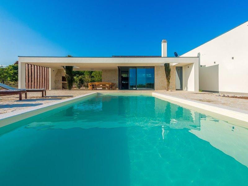 Sunny, tranquil  and privacy guaranteed villa, holiday rental in Polaca