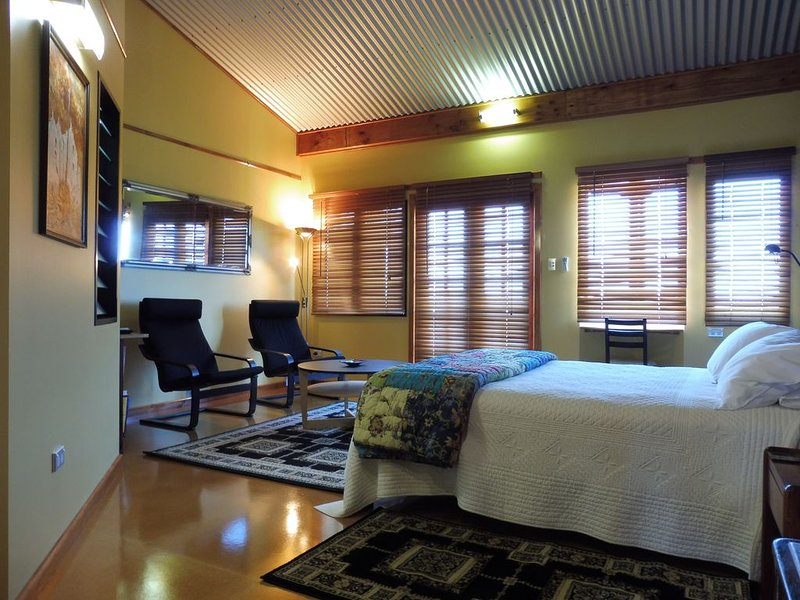 Caber House Queen Room. Mt Barker WA., holiday rental in Kendenup