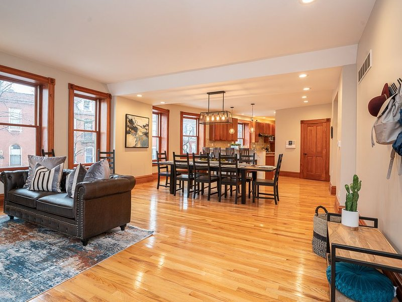 Large Luxurious Home 5Bdrm 6Ba  JZ Vacation Rentals, holiday rental in East Carondelet
