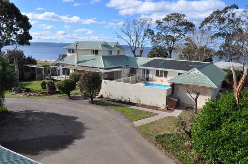 Bambra Reef Lodge, Lauderdale, holiday rental in Saltwater River